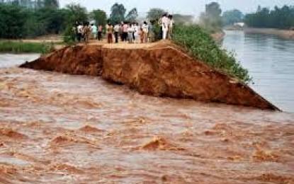 Flood threat looms over Telangana, Andhra Pradesh as a fan Godavari