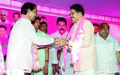 Watch your own business: Telangana CM to Chandrababu Naidu