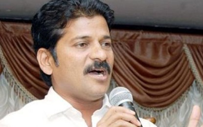 "KCR ""shakes"" to see a huge response to T Mahanadu: Revanth"