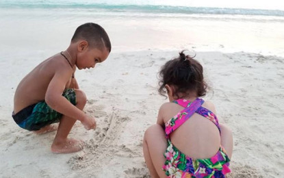 Dhoni daughter and son of Dhawan seen playing