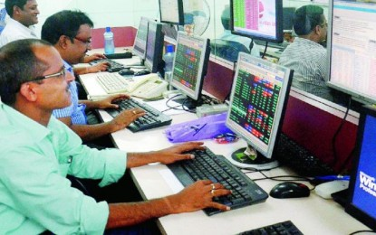 Nifty closes above 10,000, Sensex in record in the middle of the global rally