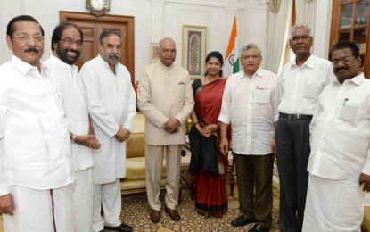 The delegation led by DMK meets with Prez Kovind, demands the floor test in the TN Assembly