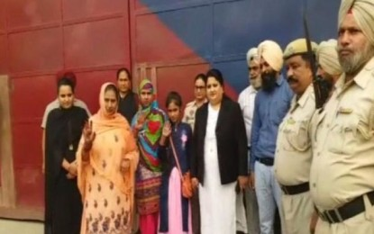 Pak sisters walk free from Punjab jail after 10 yrs, thank Modi, salute India