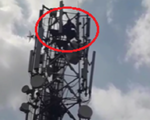 Man climbs on mobile tower demanding divorce from his wife