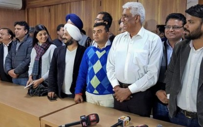 Delhi HC transfers disqualified AAP MLAs' plea to division bench