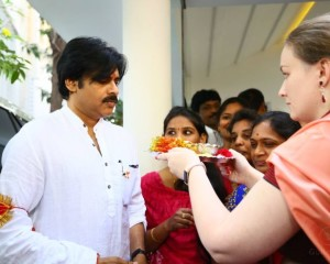 Pawan Yatra Begins, Wife Gives Harathi